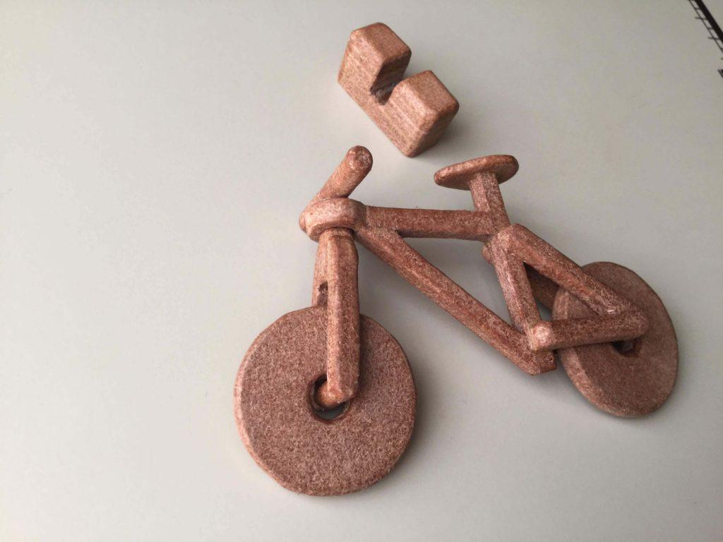 革の自転車オブジェ
